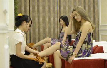 Massage chân thư giãn tại Viện thẩm mỹ La Bella sau một ngày làm việc mệt mỏi