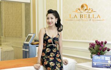 Khách hàng sử dụng dịch vụ Làm trắng da cùng chuyên gia tại LA BELLA