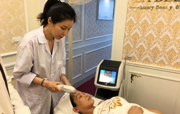 Khách hàng sử dụng dịch vụ Hifu căng bóng trẻ hoá da tại LA BELLA
